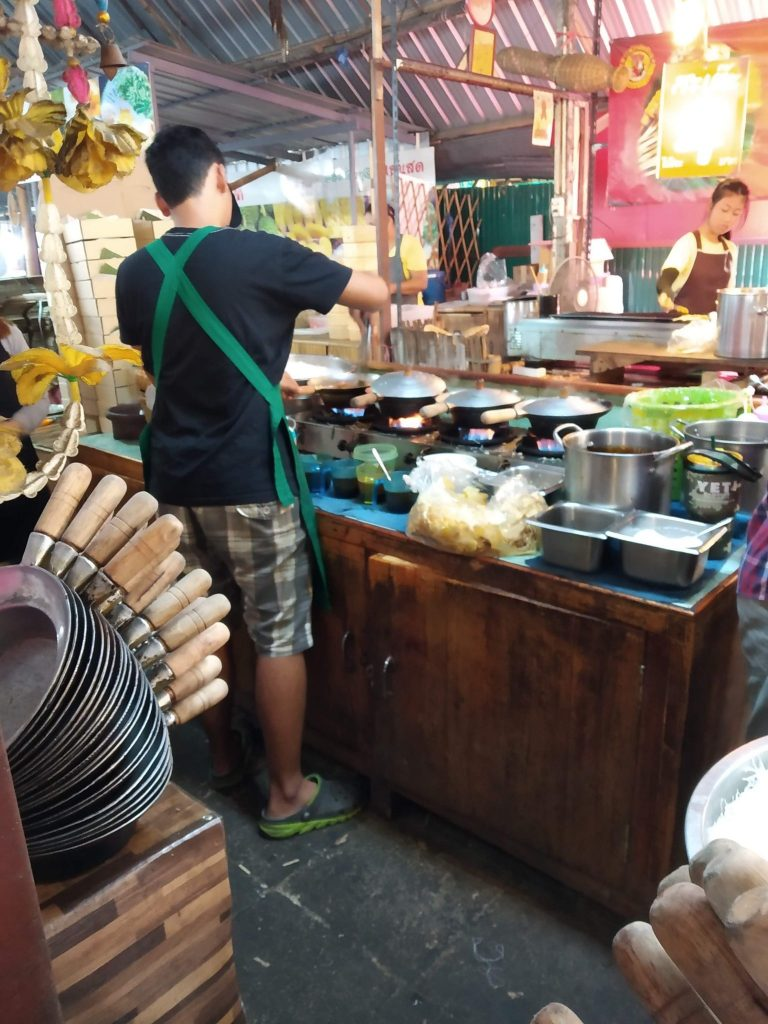 Lat Mayom - food and fun at a Bangkok floating market 4