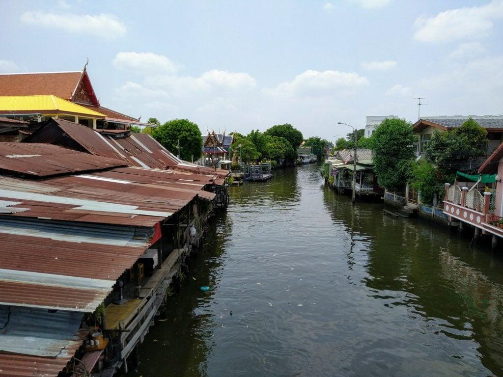 khlong bang luang floating market
