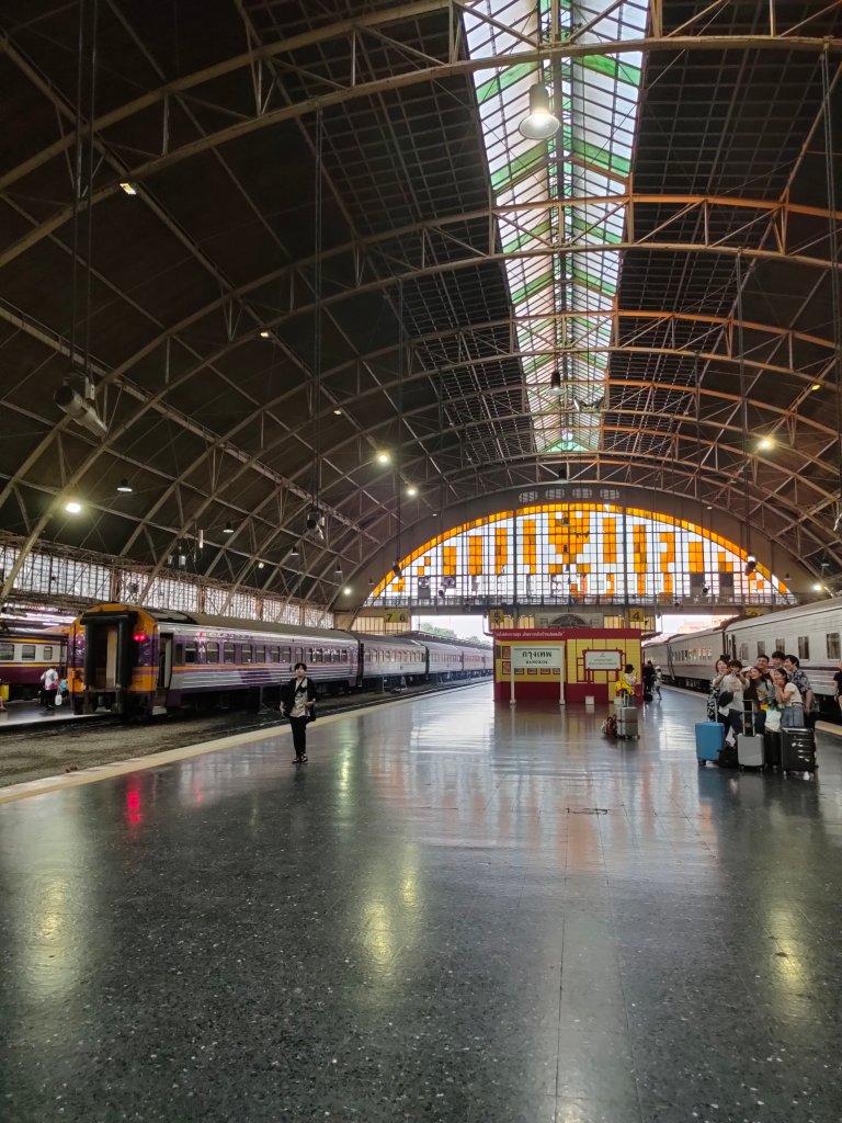night train bangkok to chiang mai hua lamphong